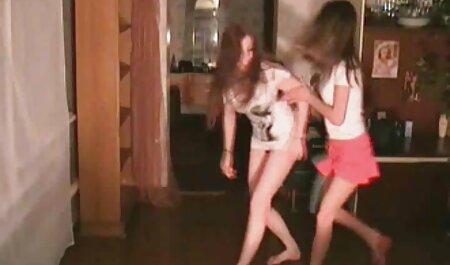 دختر مست گسترش تصاویرسکسی hd پاهای او را و به آن مرد