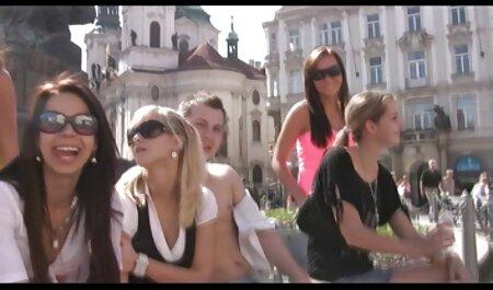 Fucks در یک دختر روسی در جوراب ساق بلند گروه های فیلم سکسی تلگرام در رختخواب