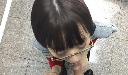 فیلم برداری در دوربین به عنوان عكس متحرك سكسي روشن fucks در یک دورگه سکسی