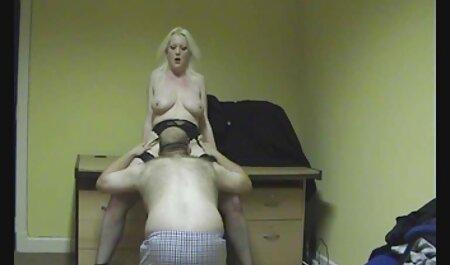 دو دختر سکسی فاک توسط عکس های سکسی آماتوری دوست دختر خود را بر روی تخت