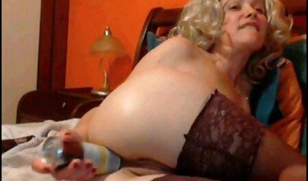 یک دختر عکس و گیف های سکسی کانال تلگرام با یک دعوت نامه سکس, خدمتکار